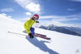 skieuse-piste-espace-san-bernardo