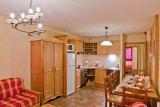 les-balcons-de-la-rosiere-appartement-type-2-5-pers-salon-cuisine-img-4029-web-2048-9705