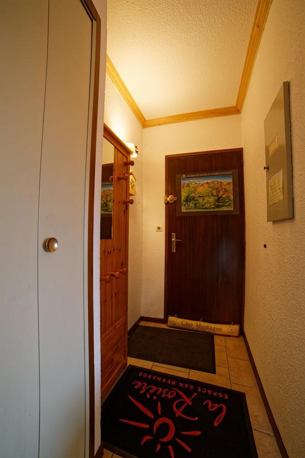Hall d'entrée, Studio cabine CR09A