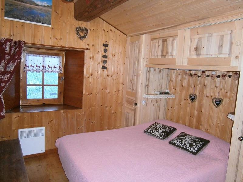 chambre-lit-double-chalet-d-alpage-EU001-la-rosiere