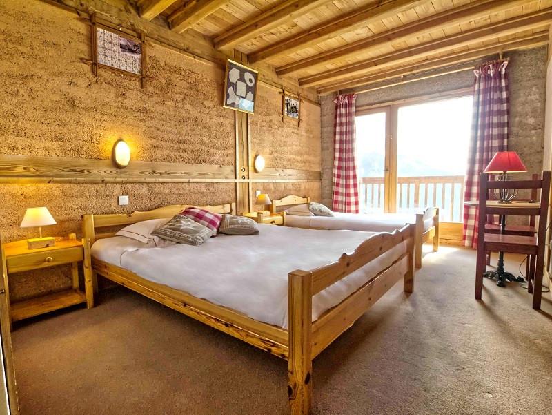 Chambre un lit double et 1 lit simple suite la trippante