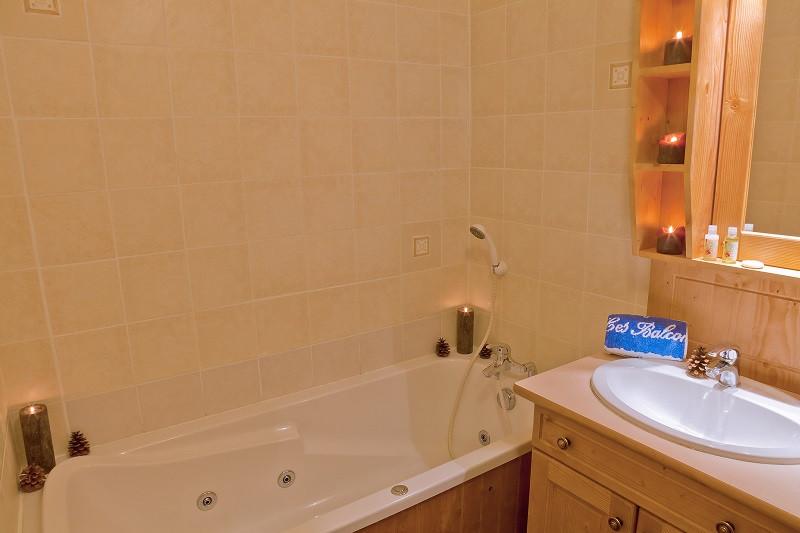 Salle de bain, Appartement 7P14, Les balcons de La Rosière