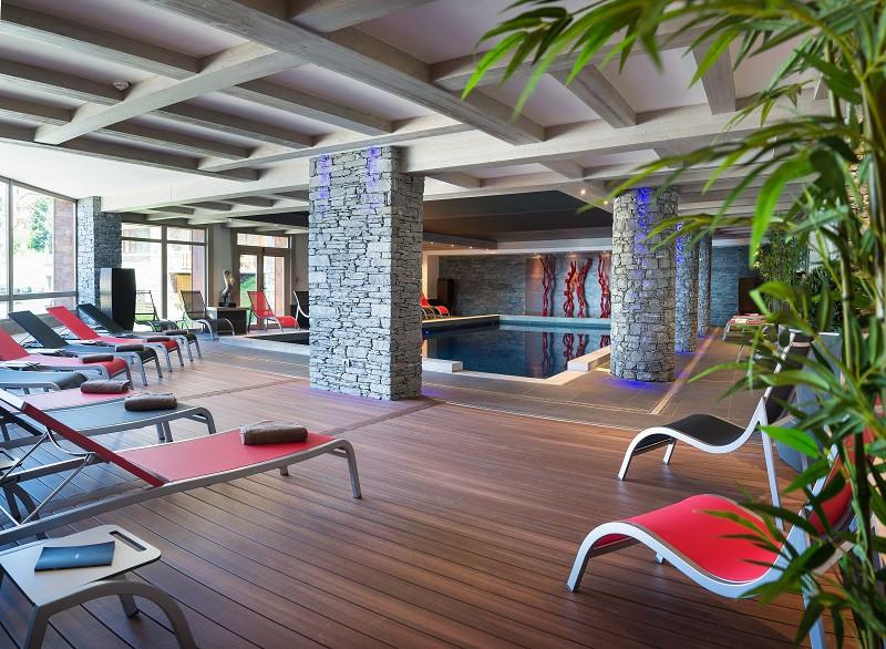 piscine-de-la-residence-le-lodge-hemera-vue-2