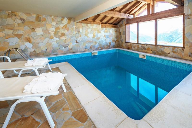 piscine-de-la-residence-chalet-le-refuge-la-rosiere