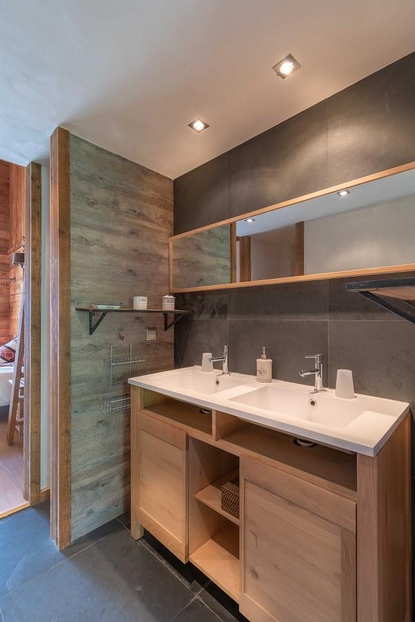 salle-de-bain-2-chalet-apalosa-la-rosiere-vue-2