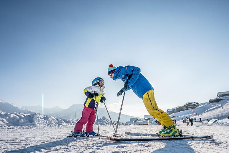 skieurs-parent-enfant-web-442416